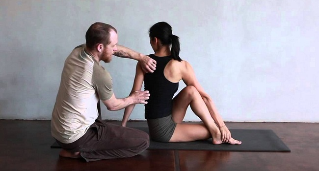 Half Lord Of The Fishes Pose (Ardha Matsyendrasana)