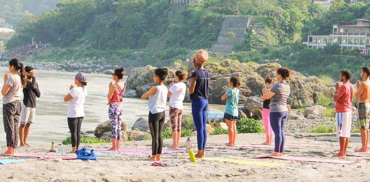 200 hrs yoga ttc in Rishikesh